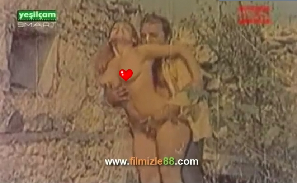 Püsküllü Bela izle (1979)