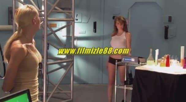 Emmanuelle Zamanda Yolculuk Seksi Isırıklar Filmi (2011)